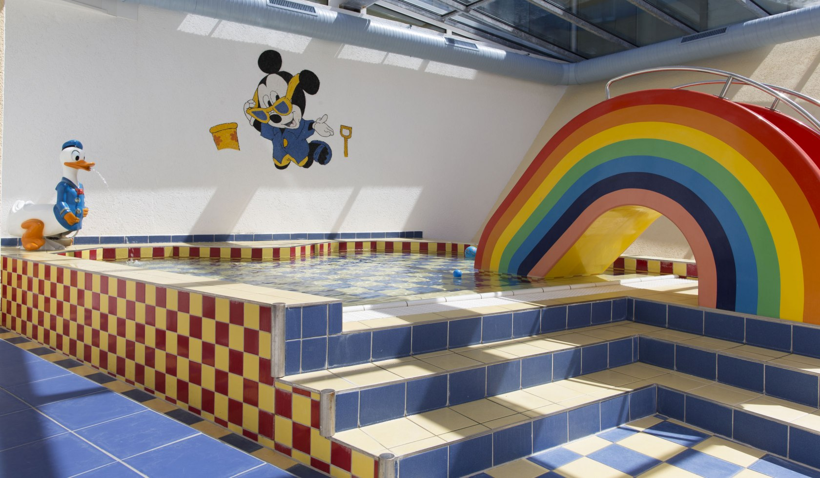 The baby pool in the wellness area with swimming pool, sauna, steam bath and relaxation room children's club over three floors